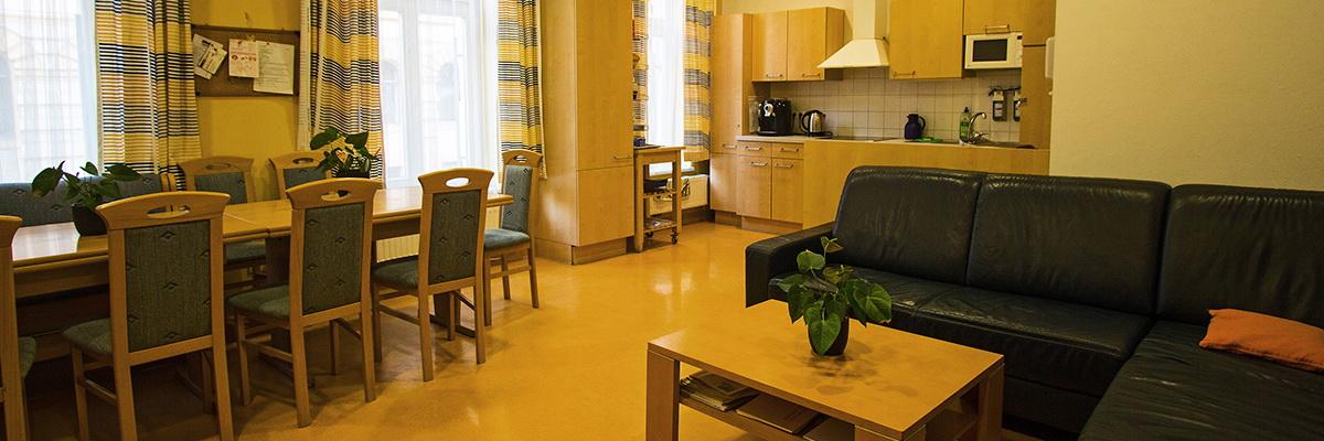 Küche und Aufenthaltsraum in der Wohngemeinschaft Wassergasse - vollbetreutes Wohnen